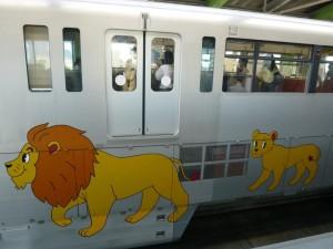 まるで多摩動物園のライオンバス!?